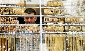 غرام الذهب بـ6100 ليرة .. جزماتي:  الليرة الذهبية الانكليزية الجديدة في أسواق دمشق بثلاث دمغات