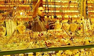 غرام الذهب في سورية يتراجع لـ8100 ليرة بدعم من انخفاض دولار السوداء..  جزماتي: الصاغة يطالبون بتعديل رسم الانفاق الاستهلاكي