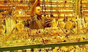 الغرام يقفز 600 ليرة.. أسعار الذهب في سورية ترتفع بنسبة 5.22% منذ بداية الشهر الحالي و الصاغة تحظر بيع الذهب المستعمل