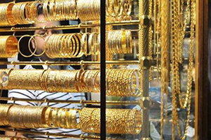 الذهب في سورية يهبط لأدنى مستوى له خلال عام ونصف بنسبة 5.88%..و الدولار يتراجع 60 ليرة في 6 أشهر