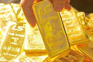 الذهب إلى أعلى مستوى في 4 أسابيع مع هبوط الدولار