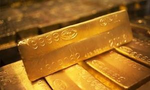 الذهب يتراجع لكن يتجه صوب تسجيل مكاسب للأسبوع الرابع على التوالي ..والأونصة بـ1315.54 دولار