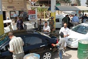 لضبط الأسواق..  تموين حماة توزع دفاتر للبنزين على أصحاب السيارات الخاصة