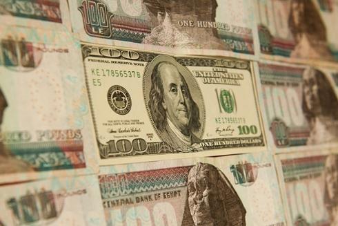 مصر تطرح 500 مليون دولار في مزاد استثنائي بعد الهبوط الحاد للجنيه