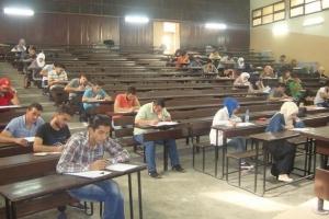 عميد كلية الحقوق: مراقبون تعاملهم غير لائق مع الطلاب خلال الامتحانات