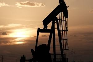 تباين أسعار النفط بفعل مخاوف عرقلة فيروس كورونا للطلب على الوقود