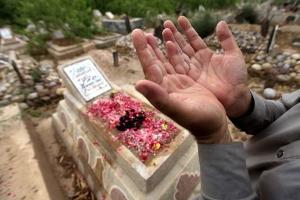 حماة: اكتشفوا إصابته بالكورونا بعد غسله والصلاة عليه ودفنه!