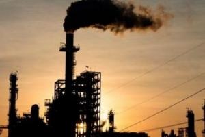 النفط يصعد 1% بفعل نظرة متفائلة للطلب من أرامكو وخفض معروض العراق