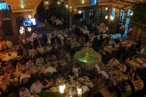 محافظة دمشق: إما إغلاق جميع المطاعم وإما التوقف عن العقوبة