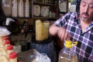 لمواجهة ارتفاع أسعار المنظفات… سوريون يصنعوها منزلياً ويبيعون الفائض!