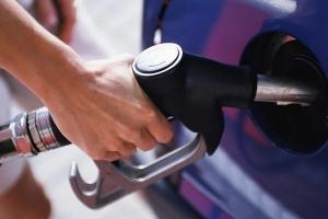 أزمة برسائل البنزين.. والليتر بـ 3500 ليرة سورية