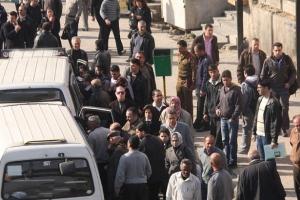 أزمة نقل خانقة في دمشق.. والمحافظة تبرر: بسبب عدم انتظام عمل السرافيس