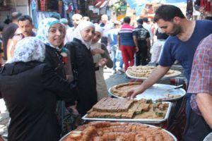 محافظة دمشق توجه أكثر من 2000 إنذار صحي للمحلات التي تبيع سلعها بطرق مكشوفة