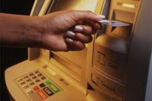المصرف التجاري يحدد آلية تسليم بطاقـة الصراف الآلي لغير أصحابها