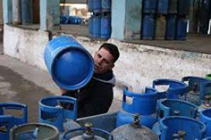 خبير اقتصادي: يوجد قطبة مخفية لتنفيذ الآلية الجديدة في توزيع الغاز المنزلي