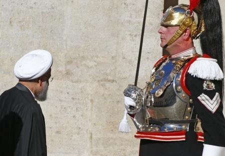 الرئيس الإيراني يوقع صفقات ضخمة بقيمة تصل إلى 17 مليار يورو مع إيطاليا