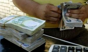الدينار العراقي يتراجع نتيجة تهريب الدولار لإيران وسوريا