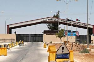 بعد إغلاق معبر جابر..  بضائع بملايين الدنايير متوقفة ومئات الأردنيين عالقون في سوريا