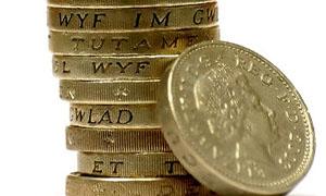 الاسترليني يتراجع لأدنى مستوى في 3 أسابيع مقابل الدولار