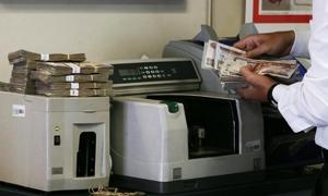 رجال أعمال مصريون يلجأون للبنوك التي تستقبل تحويلات السوريين بحثًا عن الدولار