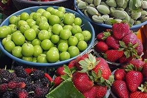 أسعار الفواكه في سوريا تسبق حرارة الصيف ..فاكهة الكيلو منها فوق الـ5000 ليرة