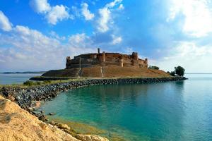 بالصور: قلعة جعبر السورية في خطر... أبراجها تتعرض لتصدعات وسط المخاوف من انهيارها