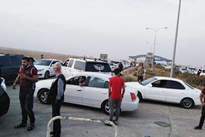 بالصور : أزمة مرورية خانقة لسيارات أردنية على معبر نصيب الحدودي امتدت لـ 1 كم