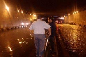 أمطار غزيرة تعمّ اللاذقية.. والمياه وصلت إلى نصف متر!