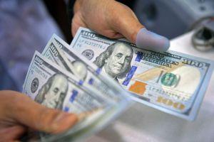 تقرير أسبوعي: تمويل مستوردات بعض السلع الأساسية رفع الطلب على الدولار في سورية