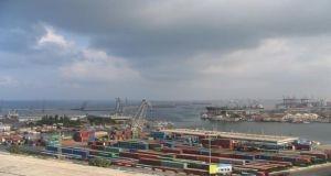 موانئ اللاذقية وطرطوس تفتح أمام حركة الملاحة مع انحسار العاصفة الجوية