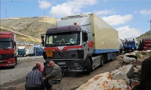 أكثر من 200 شاحنة عالقة على الحدود السورية اللبنانية منذ نحو شهر.. ومناشدات لتمكينهم من العبور