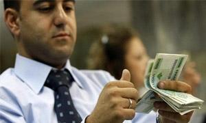 السوريون يساهمون برفع قيمة التحويلات المالية إلى لبنان بنسبة 18%