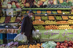 الغلاء في لبنان يجعل موائد الإفطار الرمضانية ( رفاهية)..كلفة الوجبة تعادل2.6 ضعف الحد الأدنى للأجور