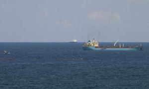 بحرية ليبيا تمنع ناقلة من تحميل شحنة خام في مرفأ يسيطر عليه محتجون