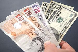الدولار يتراجع لأدنى مستوياته في 5 أيام.. والجنيه الاسترليني يرتفع لأعلى مستوياته في 6 أشهر