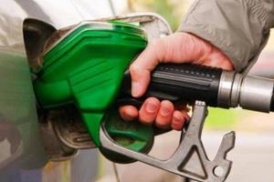 لبنان: تفريغ باخرة تحمل 40 مليون ليتر من البنزين