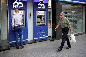 لبنان يقيد سقف السحب الأسبوعي من البنوك بألف دولار أمريكي