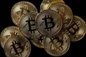 اقتصادي يحذر المتداولين العرب من سوق العملات الرقمية