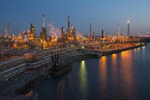 أسعار النفط ترتفع.. والنزاعات التجارية تكبح المكاسب
