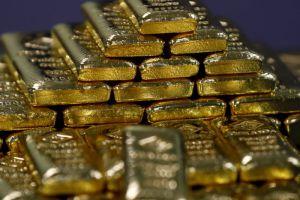 الذهب ينخفض عالمياً بشكل طفيف والفضة ترتفع