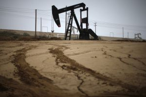 استطلاع: أسعار النفط ستظل مستقرة في 2019