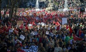مظاهرات بمدريد احتجاجا على خفض المعونات المالية