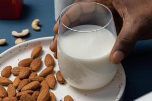 كوب من الحليب يوميا.. دراسة تكشف المفعول السحري