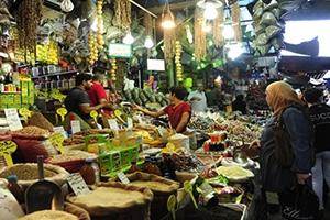 أبرزها اللحوم والسكر.. إنخفاض أسعار العديد من السلع الغذائية في أسواق دمشق