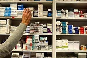 بعد نفي (نية) رفع أسعار الأدوية...متابعون: العمل يسبق النية في القرارات الحكومية!
