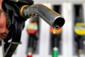 محروقات: محطات خاصة تخلط البنزين بمواد رخيصة الثمن مثل (الماء والنفتا)