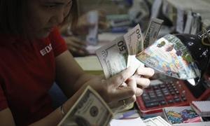 الدولار يهبط لأدنى مستوى في شهرين امام سلة من العملات الرئيسية العالمية