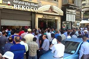 ازدحام كبير على مكاتب تسليم الحوالات في دمشق والحجة لا يوجد كاش