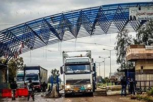 لأغراض أمنية قبل التشغيل الرسمي: شاحنات سورية عبرت معبر نصيب وعراقية مرت من طريبيل