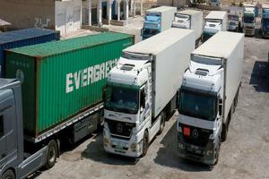 حركة الصادرات بين العراق وسورية تتحسن  بعدما أضعف ( قطع التصدير ) التبادل التجاري